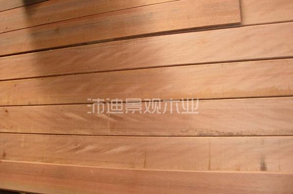 木材是一种多孔性的吸湿性材料